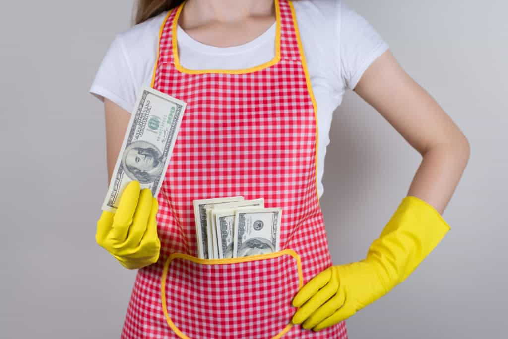 how much to tip cleaning lady