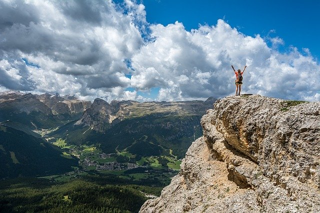 quit your job, live simply and pursue the life of your dreams like this woman climbing a mountain