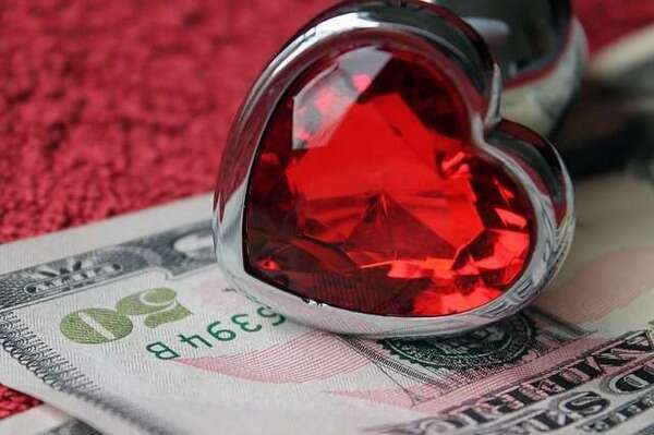 Financial compatibility. Should you marry for love or money?